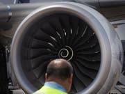An Boeings neuen mittelgrossen Passagierflugzeug wird kein Treibwerk von Rolls-Royce hängen. (Bild: KEYSTONE/AP/JOSEPH NAIR)