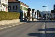 An der Wilerstrasse in Bazenheid, kurz nach dem Abzweiger in die Neugasse, beginnen am Montag die Arbeiten der dritten Etappe der Fernwärme. (Bild: Beat Lanzendorfer)
