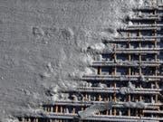 Ohne Kies- und Beton kommt kaum eine Baustelle aus: Im Kanton Bern hat die Wettbewerbskommission mehreren Kies- und Betonfirmen eine millionenschwere Busse wegen Preisabsprachen aufgebrummt. (Bild: Keystone/ALEXANDRA WEY)