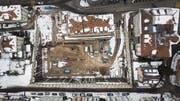 In der Baugrube mitten in St.Gallen werden zurzeit die Löcher für die Erdwärmesonden gebohrt. (Bilder: Michel Canonica)