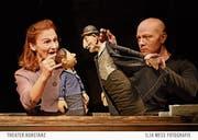 Ernstes Thema und Puppenspiel - kein unmögliches Gespann, wie Magdalene Schaefer und Sebastian Fortak in Konstanz zeigen. (Bild: Ilja Mess)