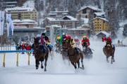 Auf dem gefrorenen St. Moritzersee wird vor extravagantem Publikum um Geld und Prestige geritten. (Bild: Giancarlo Cattaneo/KEY)