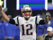 Tom Brady bejubelt den Triumph der New England Patriots (Bild: KEYSTONE/AP/MARK HUMPHREY)