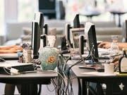 Um mehr Flexibilität beim Mieten zu erhalten, teilen sich Unternehmen öfters ihre Büros. (Bild: KEYSTONE/CHRISTIAN BEUTLER)