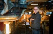Edi Spengler, Präsident des Bounty-Clubs, im Piratenkeller der Bar – stilecht einem Piratenschiff nachempfunden.Bild: Andrea Stalder