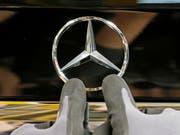 Daimler verbucht Gewinneinbruch. (Bild: KEYSTONE/EPA/RONALD WITTEK)
