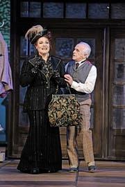 Das Musical «Hello, Dolly!» ist in einer Inszenierung von Josef E. Köpplinger zu sehen, mit Dagmar Hellberg in der Titelrolle und mit WAM in der Rolle des Horace Vandergelder. (Bild: PD)