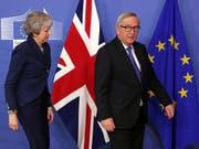 Gemeinsames Ziel: EU-Kommissionschef Jean-Claude Juncker und die britische Premierministerin Theresa May wollen ein Brexit-Chaos abwenden. (Bild: KEYSTONE/AP/FRANCISCO SECO)