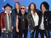 Die Rocker der Band Aerosmith sollen mit einem Hollywood-Sternchen ausgezeichnet werden. (Bild: KEYSTONE/AP Invision/EVAN AGOSTINI)