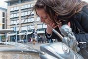 Immer beliebter: Wasser frisch ab dem Hahn. (Bild: Melanie Duchene/Keystone, Zürich, 22. März 2018)