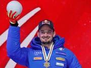 Dominik Paris posiert mit der Goldmedaille (Bild: KEYSTONE/AP/GABRIELE FACCIOTTI)