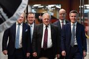 Stehen hinter der Swiss Entrepreneurs Foundation (von links): Urs Berger (Präsident), Peter Staehli (Geschäftsführer), Johann Schneider-Ammann (Ehrenpräsident), Didier Denat (Credit Suisse) und Lukas Gähwiler (UBS). (Bild: Peter Schneider/Keystone (Bern. 7. Februar 2019)