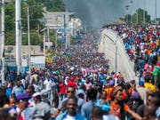 In Haiti sind am Donnerstag Tausende auf die Strasse gegangen, um gegen die dortige Regierung zu demonstrieren. (Bild: KEYSTONE/EPA EFE/JEAN MARC HERVE ABELARD)