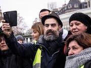 Aktivist Jérôme Rodrigues bei Protesten der Gelbwesten in Paris - drei Wochen später wurde er bei einem Polizeieinsatz gegen die Gelbwesten schwer am Auge verletzt. (Bild: KEYSTONE/EPA/CHRISTOPHE PETIT TESSON)