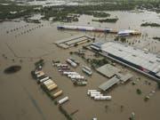 Land unter in Queensland: Das verheerende Hochwasser im Nordosten Australiens hat zu einem Massensterben von Rindern geführt. (Bild: KEYSTONE/EPA AAP/DAVE ACREE)