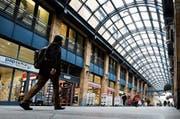 Die Läden im Kanton Zug sollen eine Stunde länger offen haben.