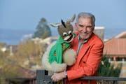 Bauchredner Urs Kliby mit seiner Puppe Caroline. (Bild: Donato Caspari)