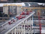 Sechs Monate nach dem Einsturz der Morandi-Brücke in Genua haben die Abrissarbeiten begonnen. (Bild: KEYSTONE/EPA ANSA/LUCA ZENNARO)