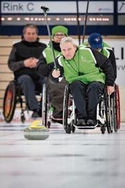Vor einem Jahr hat Hanspeter Bieri seine Leidenschaft fürs Rollstuhl-Curling entdeckt. (Bild: Benjamin Manser)