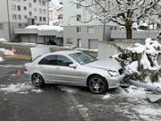 Leicht verletzt hat sich ein 14-Jähriger, der mit dem Auto seiner Eltern in Littau verunfallte. (Bild: Luzerner Polizei)
