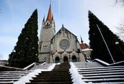 Die Kirche St. Michael in Zug empfängt auch heutzutage viele Katholiken. (Bild: Stefan Kaiser (8. Februar 2019))
