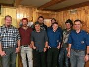 Die Geehrten (von links) Beat Arnold, Karl Gisler, Gustav Scheiber, Franz-Xaver Gisler, Bernhard Arnold, Josef Gisler und Matthias Traxel mit Kommandant Martin Gisler. (Bild: PD)