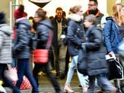 Grossandrang an der Zürcher Bahnhofstrasse: Der Kanton Zürich zählt erstmals mehr als 1,5 Millionen Einwohner. (Bild: KEYSTONE/WALTER BIERI)