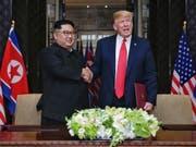 Der Diktator Nordkoreas Kim Jong Un und US-Präsident Donald Trump sollen nach ihrem ersten Treffen in Singapur nunmehr erneut in Hanoi zusammenkommen. (Bild: KEYSTONE/ THE STRAITS TIMES / SPH/KEVIN LIM / THE STRAITS TIMES )