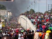 Die Proteste gegen die Regierung in Haiti halten an. Die Protestierenden fordern den Rücktritt von Präsident Jovenel Moise. (Bild: KEYSTONE/AP/DIEU NALIO CHERY)