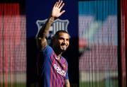 Kevin-Prince Boateng bei seiner Vorstellung im Camp Nou. (Bild: Emilio Morenatti/AP (Barcelona, 22. Januar 2019))