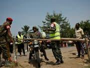 Im Kongo sind trotz zahlreicher Massnahmen bereits rund 500 Personen an Ebola verstorben. (Bild: KEYSTONE/AP Kate Holt)