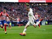 Gareth Bale setzt nach seiner Einwechslung zum Schuss an, der das 3:1 bedeutet (Bild: KEYSTONE/AP/MANU FERNANDEZ)