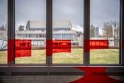 Beim kürzlich publik gewordenen Spesengebaren an einzelnen Instituten der Universität St.Gallen sah die Mehrheit des Kantonsparlaments rot. (Bild: Urs Bucher)