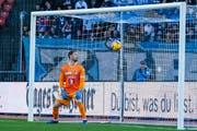Luzern-Torhüter David Zibung kassiert am letzten Sonntag gegen den FC Zürich reaktionslos diesen Freistoss von Salim Khelifi zum 0:1. (Bild: Martin Meienberger/Freshfocus (Zürich, 24. Februar 2019))