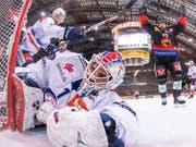 ZSC-Goalie Niklas Schlegel kann die 4:5-Niederlage in Bern nicht abwenden (Bild: KEYSTONE/ALESSANDRO DELLA VALLE)