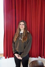 Janine Popp aus Steinach ist Schülerin am Gymnasium Untere Waid in Mörschwil. Dieses Jahr absolviert sie die Matura. (Bild: Laura Manser)