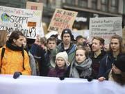 Die Schwedische Klimaktivistin Greta Thunberg nimmt am Klimastreik in Hamburg teil. (Bild: Keystone/AP DPA/DANIEL REINHARDT)