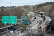 Die Ausfahrt Kreuzbleiche der St.Galler Stadtautobahn. Die Teilspange vom Sitterviadukt in den Güterbahnhof und weiter ins Riethüsli soll diesen A1-Anschluss entlasten helfen. (Bild: Ralph Ribi - 22. Februar 2017)