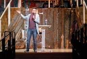Der Comedy-Gast Joël von Mutzenbecher brachte die Menzinger zum Lachen. (Bild: Stefan Kaiser, 28. Februar 2019)