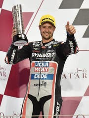 Freut sich über sein geglücktes Comeback im ersten Moto2-GP seit eineinhalb Jahren: Tom Lüthi. (Bild: Noushad Thekkayil/EPA (Doha, 10. März))