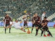 Leverkusen setzte sich dank einer Doublette von Kevin Volland im Schneegestöber in Hannover durch