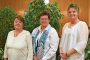 Die wiedergewählte Präsidentin Rosi Kempf (Mitte) mit dem neuen Vorstandsmitglied Margrit Imhof (links) und der abgetretenen Apollonia Stadler. (Bild: Georg Epp (Schattdorf, 8. März 2019))