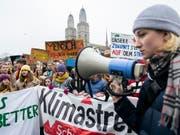 Jugendliche demonstrieren Anfang Februar in Zürich gegen die gegenwärtige Klimapolitik. (Bild: KEYSTONE/ENNIO LEANZA)