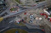 Der provisorische Kreisel bei der Aabachstrasse wird an den ursprünglichen Standort versetzt. (Bild: Stefan Kaiser, Zug, 11. März 2019)