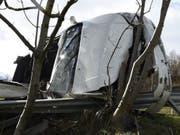 Der 70-jährige Lenker dieses Autos wurde beim Unfall in Malters schwer verletzt.