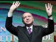Die gegenwärtige Konjunkturlage in der Türkei dürfte ihm nicht gefallen: Präsident Recep Tayyip Erdogan. (Bild: KEYSTONE/AP Pool Presidential Press Service)