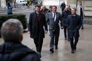 Auf dem Weg zum Hearing (von links): Staatssekretär Balzaretti, SP-Chef Levrat, Bundesrat Cassis. Anthony Anex/Keystone