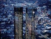 Der Hauptsitz der Deutschen Bank in Frankfurt. (Bild: Michael Probst/Keystone (1. Februar 2018))