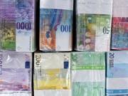 Die EU-Finanzminister haben am Dienstag in Brüssel eine schwarze Liste mit 15 Steueroasen verabschiedet. Die Schweiz bleibt vorläufig auf der grauen Liste. (Bild: KEYSTONE/MARTIN RUETSCHI)