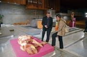 Skulpturen in der Kirche: Die Ausstellung «Himmlische Weibsbilder» fasziniert mit all ihren weiblichen Facetten. (Bild: PD)